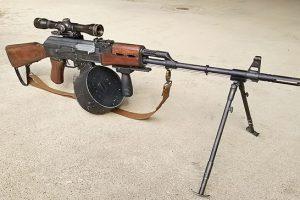 AK47とドラムマガジン