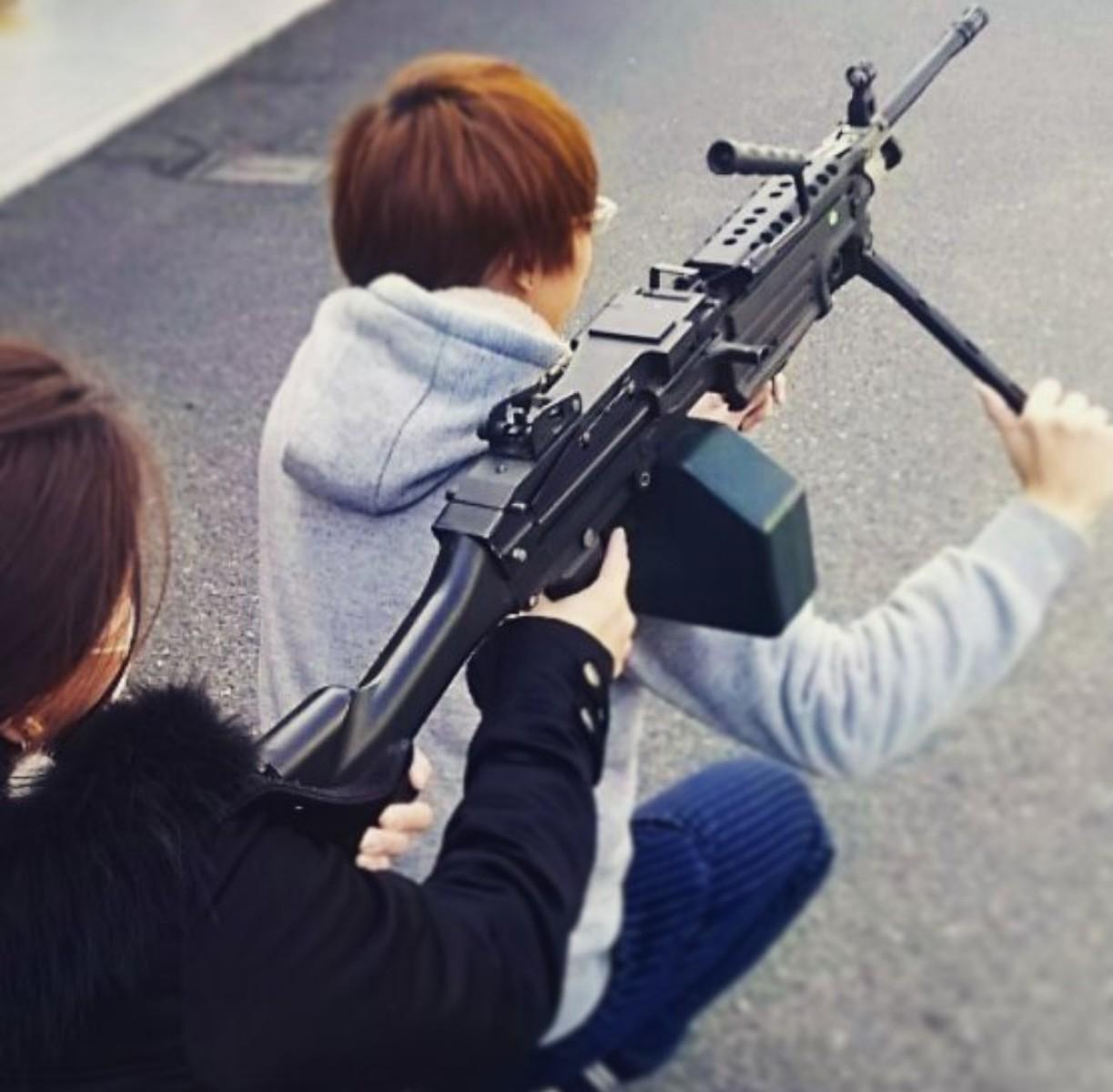機関銃射撃