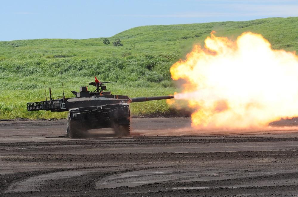 10式戦車のスラローム