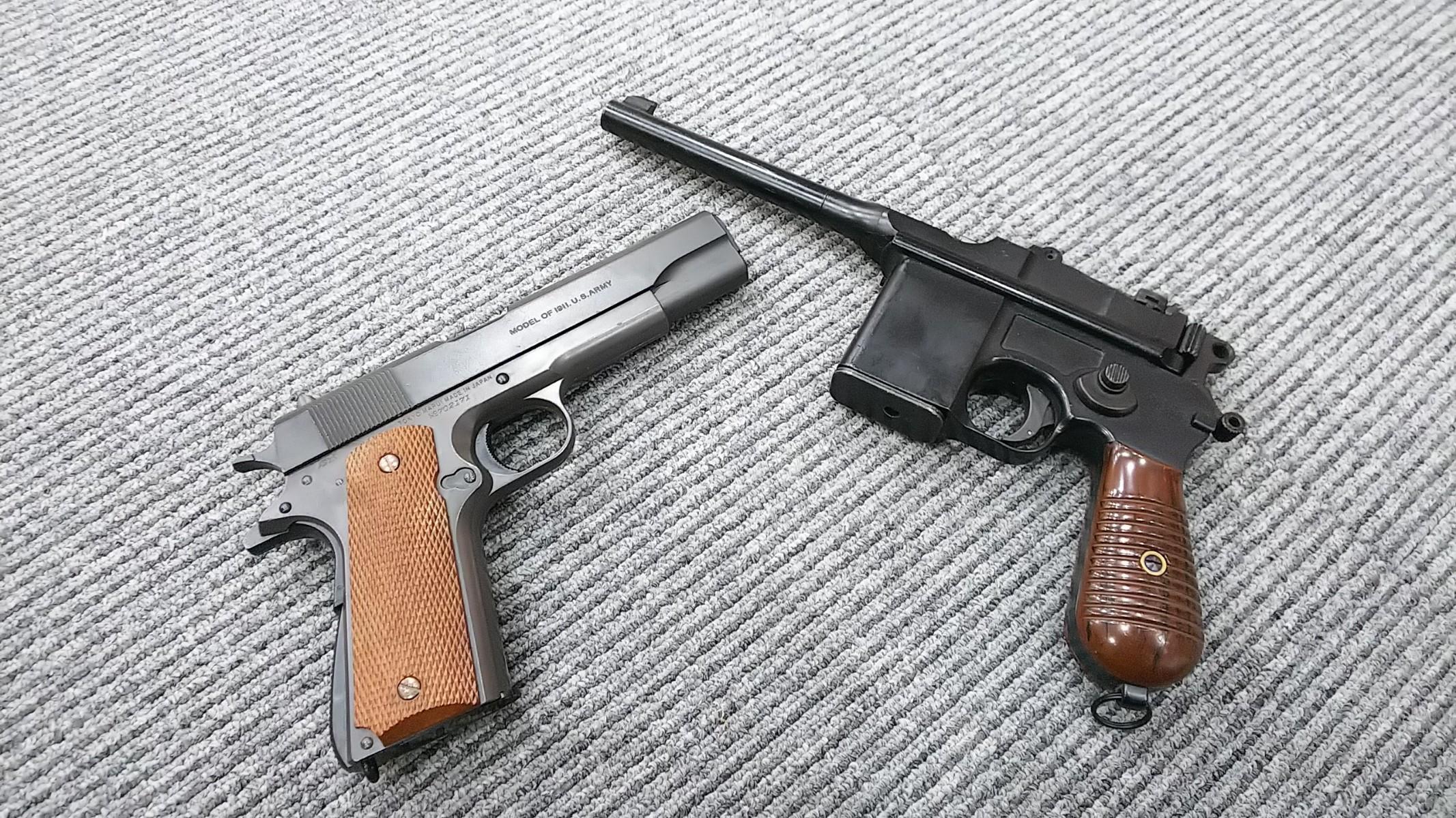 M712とコルトガバメント2