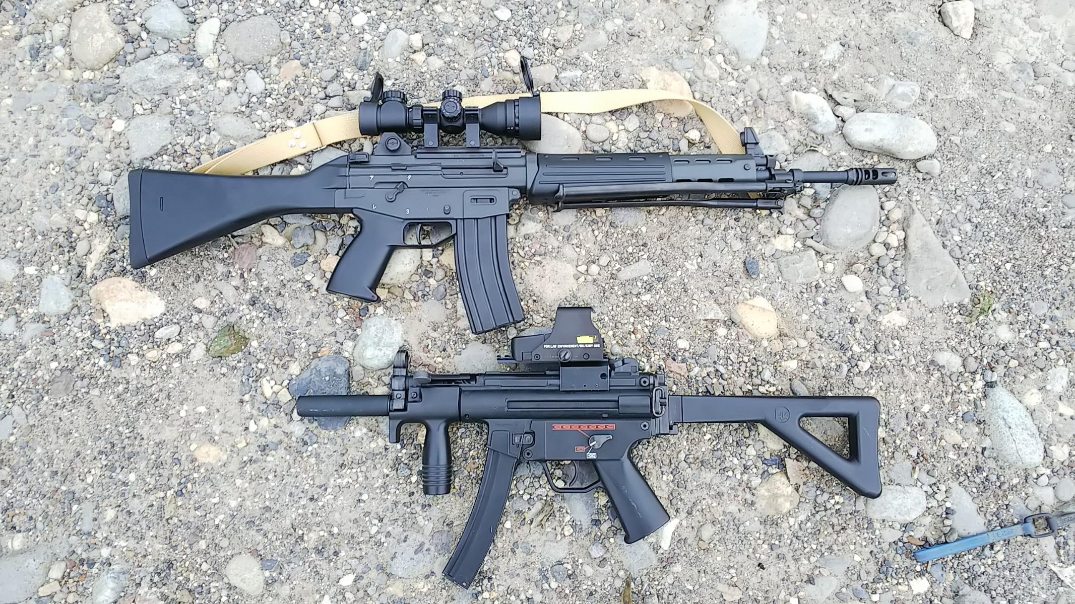 89式小銃とMP5K